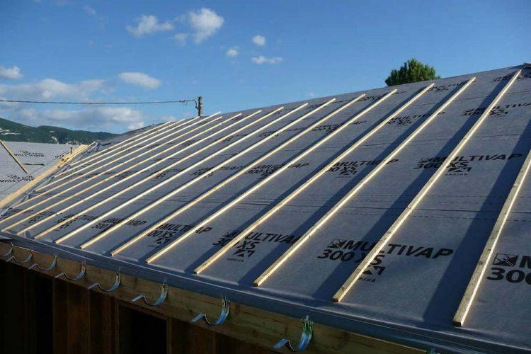 Installer un écran sous toiture pour votre couverture ardoise