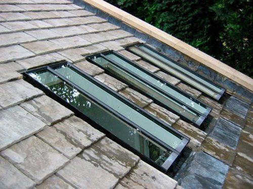 Poser une fen tre de toit sur une toiture en ardoise est for Poser fenetre de toit